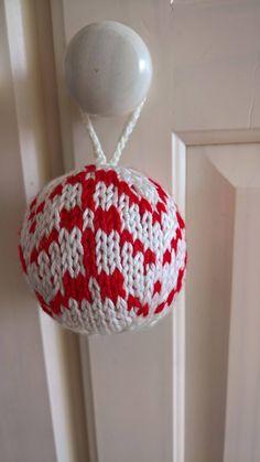 Knitted Christmas Ornament, Christmas Ball, Knitted Christmas Tree Bauble, Christmas Tree Decoration #christmasornament #christmasball #knittedchristmastreedecoration #christmastreebauble #winterholidaydecor #pinterest