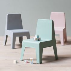 Graceful chairs for the little ones. Children's chair, seat height: 29,5 cm. Price per item DKK 98,00 / EUR 13,77 / ISK 2338 / NOK 139,00 / GBP 13,28 / SEK 138,00