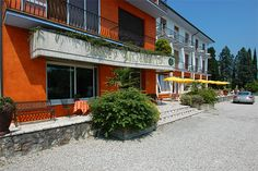 Hotel Mirabello - Sirmione ... Garda Lake, Lago di Garda, Gardasee, Lake Garda, Lac de Garde, Gardameer, Gardasøen, Jezioro Garda, Gardské Jezero, אגם גארדה, Озеро Гарда ... Welcome to Hotel Mirabello Sirmione. Situated in a fabulous position on the lake and is just a stones throw from the historical centre. A warm reception is offered to guests and an enjoyable stay is guaranteed. Hotel Mirabello is surrounded by a vast garden and all rooms have