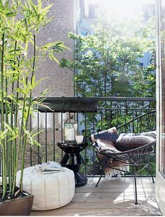 50 Popular Fall Apartment Balcony Decorating Ideas - Modul Home Design Balcony Chairs, Porch And Balcony, Balcony Furniture, Balcony Garden, Apartment Balcony Decorating, Apartment Balconies, Apartment Ideas, Balcony Lighting, Small Outdoor Spaces