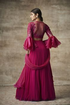 It's wedding season already so put on your lehenga and get ready to start this new year with a bang. Check out the most trendy and stylish blouse designs that you can totally take inspiration from. Muslim Wedding Dresses, Indian Wedding Outfits, Indian Outfits, Indian Clothes, Bridal Outfits, Lehnga Dress, Lehenga Blouse, Ghagra Choli, Saree Blouse Patterns