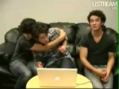 Jonas brothers facebook livee chat! May 28,2009! AWW! I thought it was so cute :) I was really jealous of Joe though! Ahahaha. I do not own anything. No copy...