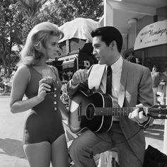 Elvis & Ann-Margret. Photographer: Elliott Erwitt.