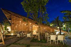 LAM Café / a21 studio (5) © Hiryukioki folhas de palmeira, madeira e redes de pesca na construção
