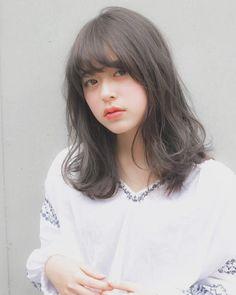 伸ばしかけ前髪をかわいくアレンジ♡やり方も解説します!|【HAIR】 Hair Style Korea, Midi Hair, Medium Hair Styles, Short Hair Styles, Pose, Ombre Hair Color, Shoulder Length Hair, Korean Beauty, New Hair