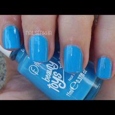 Colaboración Flormar. #flormar #blue #nails #polish #notd Colección Beauty Toys-->BT09 Mermaid. En sus esmaltes podréis encontrar variedad de colores, texturas y acabados. En España solo podéis encontrar los productos en tienda física. Son 3-Free-->No contienen formaldehidos, toluenos o DBP. WEB: http://www.flormar.com/Spanish FACEBOOK: https://www.facebook.com/Flormar.Espana TWITTER: https://twitter.com/Flormarspain INSTAGRAM: http://instagram.com/flormarspain