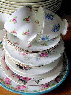 Madelief: The Vintage Teacup club Antique Tea Cups, Vintage Teacups, Vintage Tea Parties, My Cup Of Tea, Best Dishes, Tea Cup Saucer, High Tea, Tea Time, Dinnerware