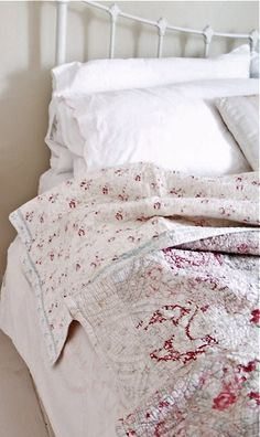 Beautiful vintage quilts cover Iron bed <3