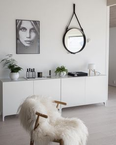 Minimalist living room is extremely important for your home. Because in the living room all the activities will starts in your pretty home. locatethe elegance and crisp straight Minimalist Living Dining Room. Ikea Interior, Living Room Interior, Living Room Decor, Home Interior Design, Interior Ideas, Small Living Room Design, Living Room Designs, Decoration Birthday, Indian Living Rooms