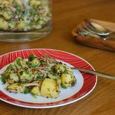 {New recipe} Low FODMAP Potato Salad with Fresh Herbs and Bacon. One of my all time favourite recipes. This gem is a family favourite and makes an excellent side dish for BBQs (or pretty much anytime really). It ticks all the important boxes too:  Packed full of flavour  Easy to make  Goes with anything  Looks fantastic  Low FODMAP  Gluten-free  Dairy-free  Nut-free  It has bacon What more could you want?  Link to recipe in profile. . . . . #lowFODMAP #lowFODMAPdiet #FODMAP #fodmapfriendly…
