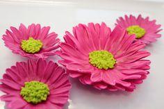 Edible Sugar Flowers Daisy or Sunflower 1 qty 4 inch sunflower or daisy for birthday, wedding cake, and wedding shower. $20.00, via Etsy.