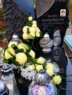 White Floral Arrangements, Church Flower Arrangements, Grave Decorations, Table Decorations, Funeral Flowers, Fall Flowers, Ikebana, Flower Art, Sewing Patterns