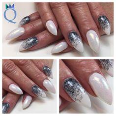 #almondnails #gelnails #nails #white #mermaidpigment #custommade #grey #glitter #mandelform #gelnägel #nägel #weiss #meerjungfrauenpigment #selbstgemachtes #graues #glitzergel #nagelstudio #möhlin #nailqueen_janine