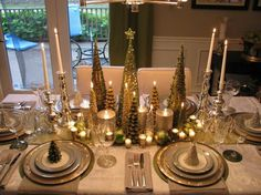 Table setting for the Christmas holiday....this would be lovely with my Christmas dishes.  I have white and gold dishes, clear gold salad dishes and gold chargers.  Soooo pretty.