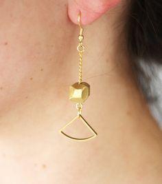 gold bead geo drop earrings.