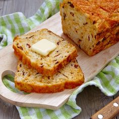 Bacon Cheddar Cornbread: An Amazing Twist On An Old Favorite – 12 Tomatoes Good Food, Yummy Food, Lard, Bread Rolls, Sweet Bread, Tasty Dishes, Food To Make, Biscuits, Cooking Recipes