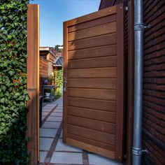Fence Gate Design, Bandsaw Box, Driveway Entrance, Green Office, Electric Gates, Peaceful Places, In The Heights, Garage Doors, Houses