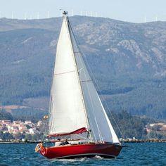 Navegando en Arousa. Sin filtro. Foto donada #ltp77 #Mar #Arousa #Pontevedra #Galicia #velero #vilagarcia #sail #sailing - @xusto- #webstagram Sailing Ships, Boat, Yachts, Events, Dinghy, Boats, Sailboat, Tall Ships