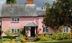 Cottages Uk, Small Cottages, Cottages By The Sea, English Cottages, Pink Houses, Old Houses, Fairytale House, Cottage Homes, Cottage Gardens