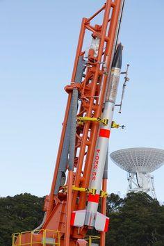 鹿児島県肝付町内之浦の発射台に据え付けられたSS-520 4号機