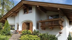 Bezauberndes Chalet in traumhafter Lage | Reith bei Kitzbühel | Von Poll Immobilien Chalet Design, Chalet Style, House Design, Style At Home, Swiss House, Alpine Chalet, Exposed Wood, Mountain Homes, Large Windows