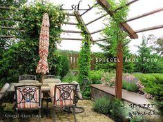 Angolkert.hu, kertépítés, kerttervezés - szép kert referenciák, kerti növénycsoportok, vidéki és városi kertek, képek, fotók Outdoor Living, Pergola, Arch, Outdoor Structures, Garden, Outdoor Life, Longbow, Garten, Outdoor Pergola