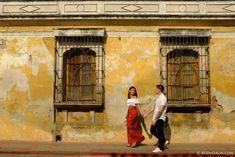 Street Photography Engagement Session in Antigua Guatemala – AntiguaDailyPhoto.Com