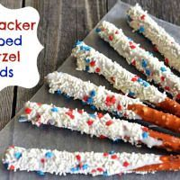 4th of July Dessert: Patriotic Dipped Pretzel Rods