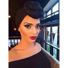 #sneakpreview #photoshoot #Fashionhotel #makeupshoot #maccosmetics #mac #smokeyeye #gold #bordeaux #lipstick #makeupartist #TheSarah