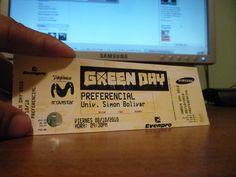 08/10/2010: Entrada del concierto de Green Day en la USB. Zona Preferencial, 750 Bs. (175 USD de la época). Foto: Gabriel Mena.