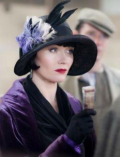 Miss Phryne Fisher in purple. (Miss Fisher's Murder Mysteries) 20s Fashion, Fashion Mode, Art Deco Fashion, Vintage Fashion, Flapper Fashion, Edwardian Fashion, Fashion History, Retro Mode, Mode Vintage