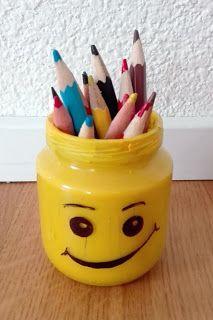 10 Useful Tips to get crafty with kids Nohama pevně na zemi...ale jen někdy;): 10 tipů, jak nepřijít o nervy, když tvoříte s dětmi