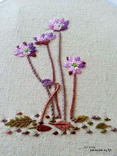 야생화자수 봄의 전령사 노루귀꽃을 수놓았어요 오늘은 햇살이 좀 비추긴했는데 여전히 바람도 많이불고 쌀...