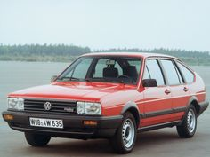 The second generation of the Volkswagen Passat car was a large family car in 1981 to life gerufen.Die platform, named B2, was slightly longer and the car's updated styling was instantly recognizable as Passat, with the most obvious difference is the fact, the rectangular Scheinwerfer.Das car was as