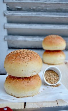 LA recette de Pain Hamburger Super moelleux – shawanna recettes & foodography THE Super Fluffy Hamburger Bread Recipe – shawanna recipes & foodography Pizza Recipes, Bread Recipes, Kitchen Aid Artisan, Mini Hamburgers, Masterchef, Cooking Chef, Comfort Food, Food Porn, Brunch