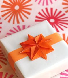 DIY origami paper stars for gifts from How About Orange. make origami embellishments for gifts or cards. Origami Diy, Origami And Kirigami, Origami Stars, Origami Paper, Diy Paper, Origami Flower, Origami Ideas, Gift Bows, Paper Stars