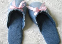 Make recycled denim slippers tutorial and 45 BEST Shabby Lifestyle Decor & Accessory DIY Tutorials EVER!! From MrsPollyRogers.com