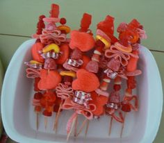 this would be a fun activity for a birthday party, classroom party, valentine's day or any holiday.