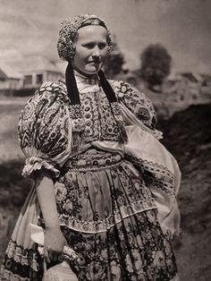 Slovensko: Photographer Karel Plicka an ethnographic report on Slovakia Victorian, Fashion, Moda, La Mode, Fasion, Fashion Models, Trendy Fashion
