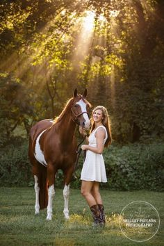 popular outfit for senior photos with your horse - ivory dress with cute boots.A popular outfit for senior photos with your horse - ivory dress with cute boots. Senior Picture Poses, Horse Senior Pictures, Pictures With Horses, Country Senior Pictures, Senior Photos Girls, Senior Picture Outfits, Horse Photos, Senior Pics, Dp Pictures
