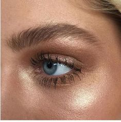 Natural highlighter look.