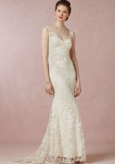 Elegant Mermaid Lace Floor Length V Neck Wedding Gown With Appliques | BlackFive