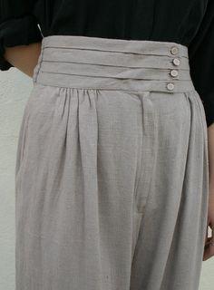 pleated waistband