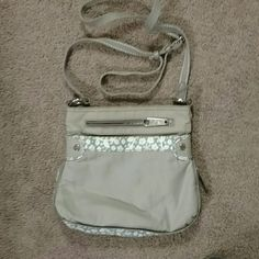 Cross body purse In wonderful pre-owned condition Thirty-one  Bags Crossbody Bags