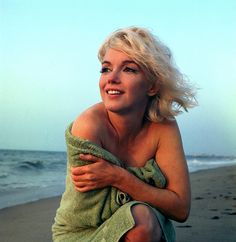 Marilyn Monroe....she looks so beautiful in this.