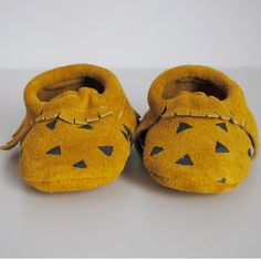 baby moccasins / gold suede and black triangles by ullaviggo, $35.00