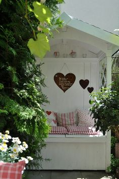 meine philosophenbank - The world's most private search engine Small Gardens, Outdoor Gardens, Arbour Seat, Small Balcony Decor, Cottage Garden Design, Photo Images, Garden Seating, Garden Structures, Shabby Vintage