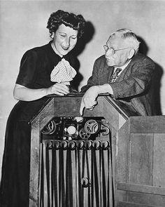 Ödülün orijinal ismi Academy Award of Merit idi. Ödüle neden Oscar dendiğini tam bilinmemekle birlikte hakkında pekçok söylenti vardır. Bir söylentiye göre Bette Davis'in heykelciği ilk kocası Harmon Oscar Nelson ile özdeşleştirmesi sonucunda,başka bir söylentiye göre ise Akademi'nin kütüphanesinde görevli Margaret Herrick'in heykelciği amcası Oscar'a benzetmesi ile ödülün adı Oscar olarak kaldı. Akademi, Oscar ismini 1939 yılına kadar resmi olarak kullanmamıştır.