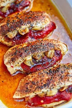 The best healthy baked stuffed chicken breast recipe. If you like stuffed chicken breasts, this recipe will surprise you. The tender and moist chicken breast meat, coupled with the sweetness and brightness of the roasted peppers and the zest and creamines Baked Stuffed Chicken, Healthy Baked Chicken, Baked Chicken Breast, Baked Chicken Recipes, Moist Chicken, Garlic Chicken, Stuffed Chicken Breasts, Healthy Stuffed Chicken Breast, Chicke Recipes