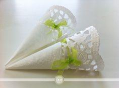 Des cornets à fabriquer à partir de napperon en papier pour le riz, les pétales ou les confettis